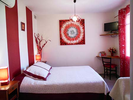 Chambres des tilleuls chambres d 39 hotes orange en provence - Chambre d hotes orange ...